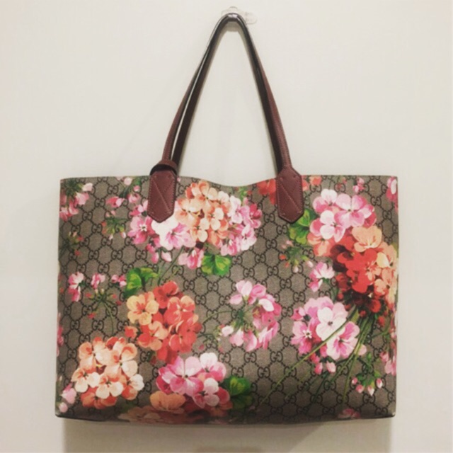 3e12506929ce19 BRAND NEW AUTHENTIC Gucci Reversible GG blooms medium tote | Shopee  Philippines