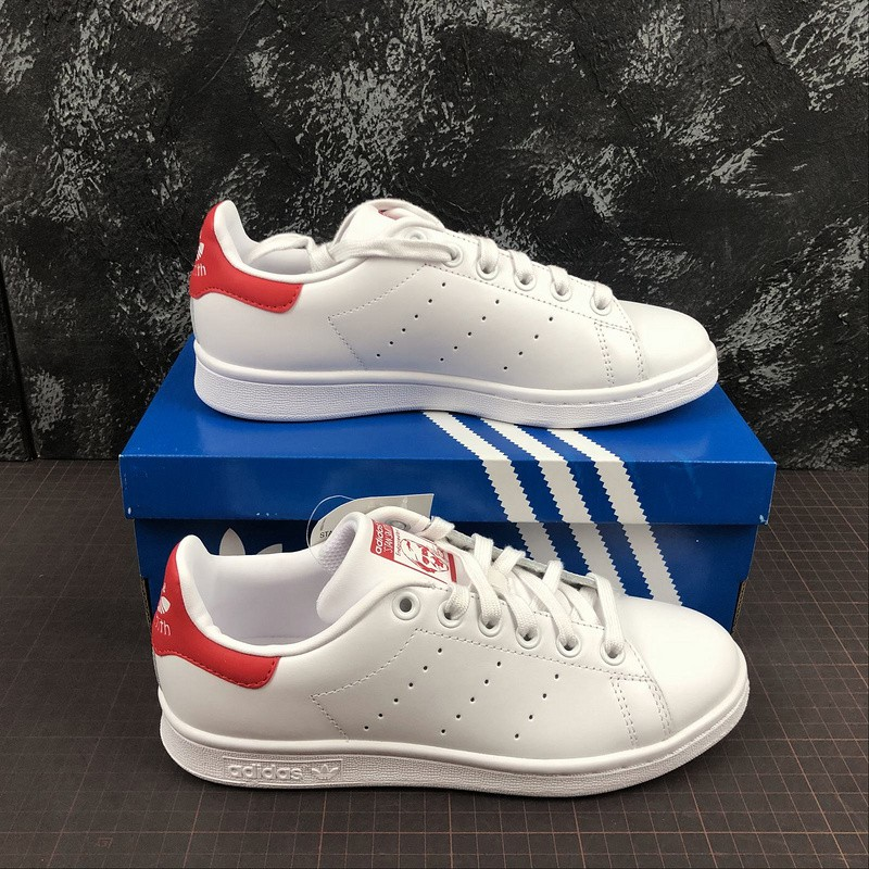 Exactamente Inútil Objeción  Adidas Stan Smith Casual Sneakers shoes For Men Women Walk Shoes White Red  M20326 | Shopee Philippines