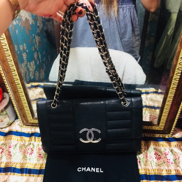 425d446cda29 Preloved Vintage chanel flap! With holo! Two way!   Shopee Philippines
