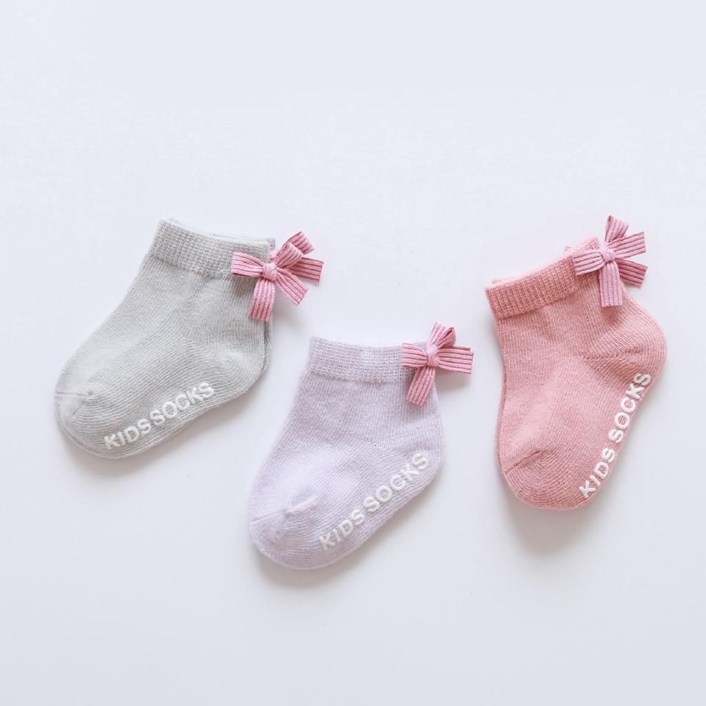 Hot sale baby socks with rubber soles cute character children socks anti slip