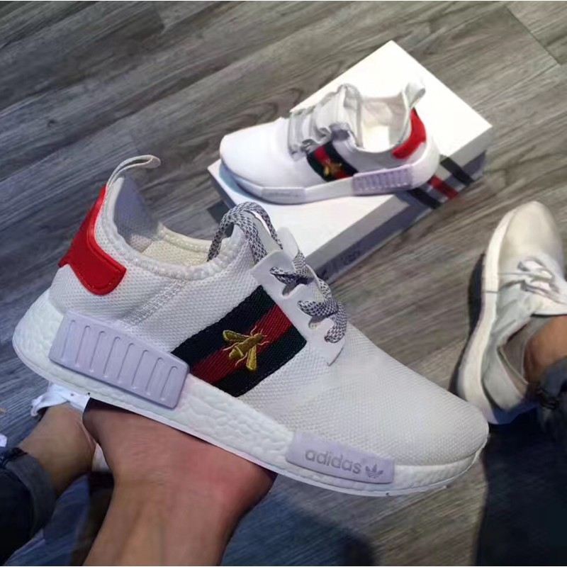 official photos f7b07 6f608 Gucci NMD R1 BOOST Joint Bee Bee Couples Men'
