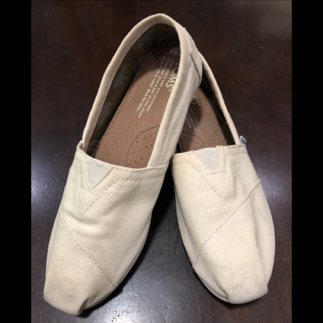 brand new aa380 1dd45 Preloved Authentic Toms shoes Beige canvas