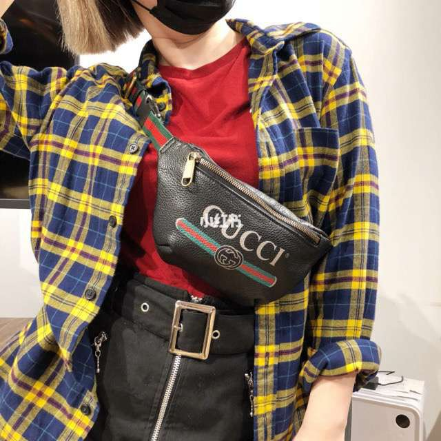 2e07010a GUCCI Litchi Leather Unisex Belt Bag