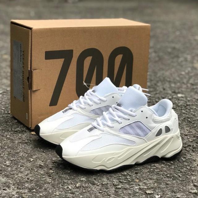 d3624744de7e3 Adidas YEEZY BOOST 700