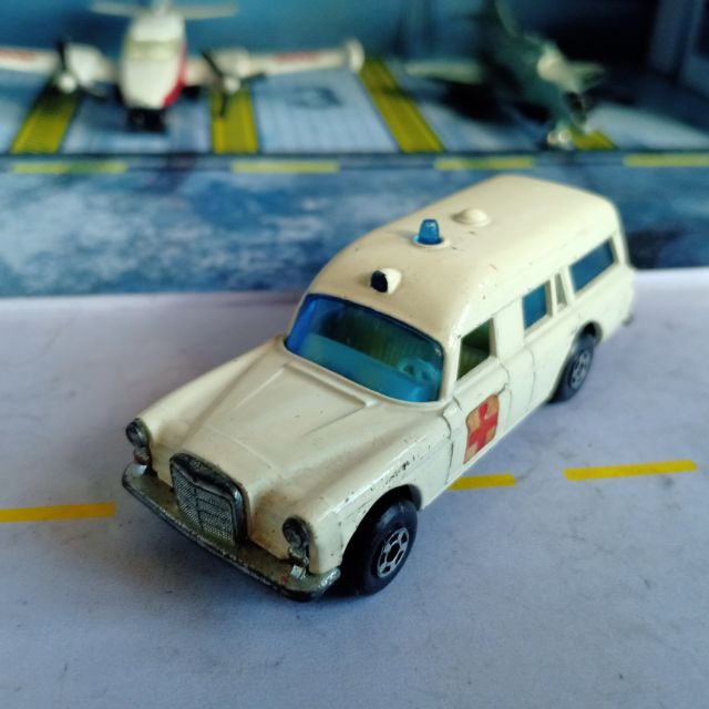 Vintage Matchbox Lesney Ambulance Diecast Rescue Vehicle Made In England Die Cast Shopee Philippines