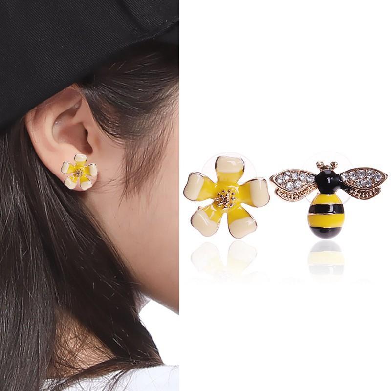 43a2e0e8e5a65 BETSEY JOHNSON cute CRYSTAL rhinestone BEE STUD EARRINGS bees BJ gold pl  studs