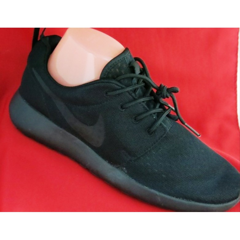 Soportar Engaño Una herramienta central que juega un papel importante.  New Nike Roshe Run Rubber Shoes for Men-All Black -Euro 42 | Shopee  Philippines