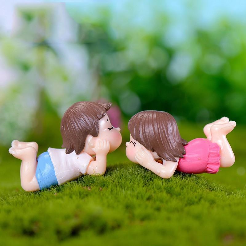 1 Pair Mini Lying Couples Dolls Garden Miniatures Figurine