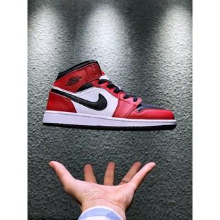 Air Jordan 1 Mid Chicago Black Toe Has A New Color Matching Air