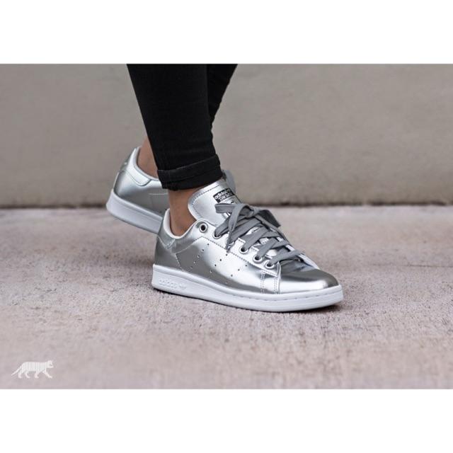 Entrelazamiento basura cultura  Adidas Stan Smith Boost in Silver metallic   Shopee Philippines