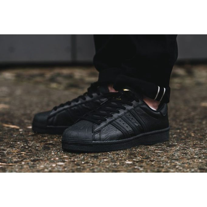 wholesale dealer 7335e 10157 cod adidas Superstar Triple Black