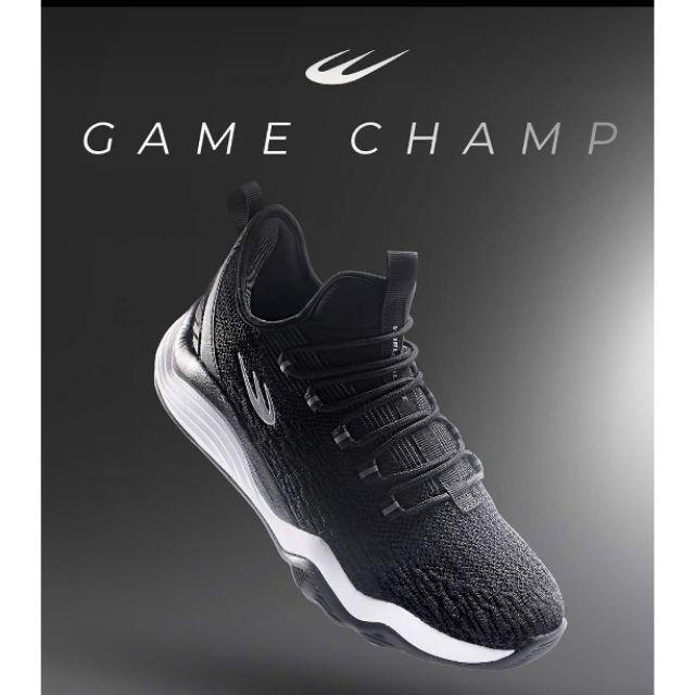 world balance shoes black