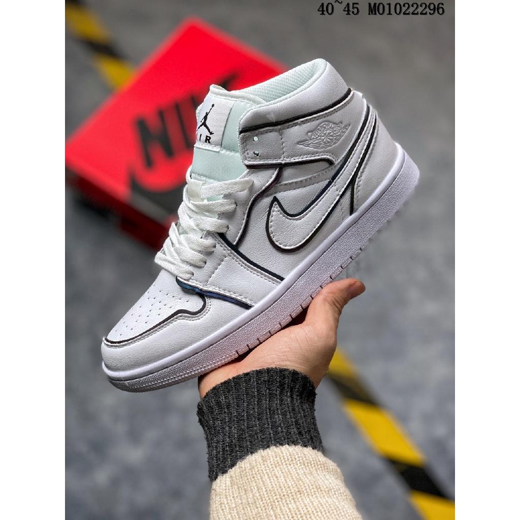 Nike Wmns Air Jordan 1 Mid Se Iridescent Reflective Casual