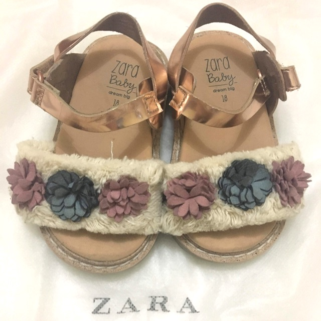 daf4d6146f7a Zara and Zaxy shoes 800 only for 3 shoes na